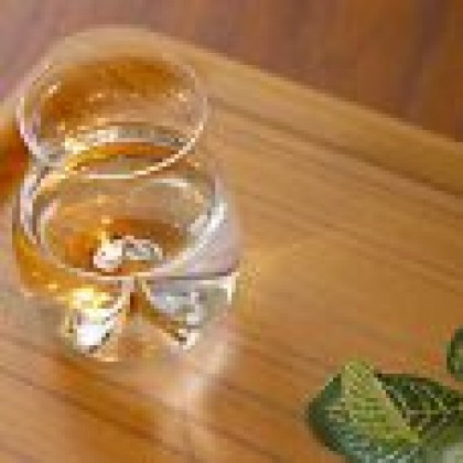 Usuhari Daiginjo Saké Glass Set (a set of 2 glasses packed in a wooden box)